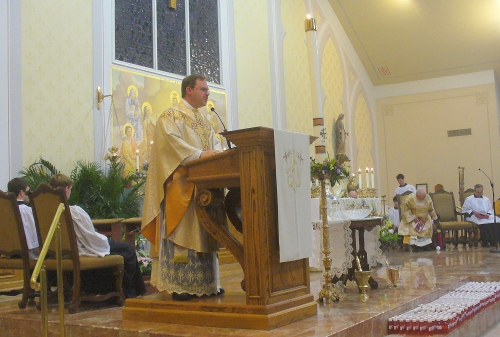 Fr. Guidry preaches the Easter Homily.
